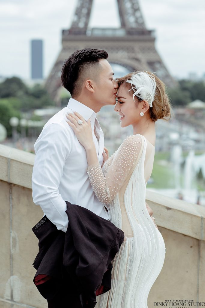 Một cặp đôi chọn Paris - thành phố tình yêu - là địa điểm chụp ảnh cưới. Thật thơ mộng và tràn ngập những niềm say mê!