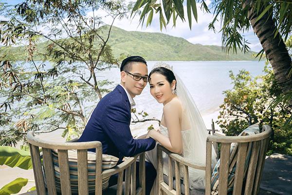 Đôi uyên ương hẳn sẽ vô cùng hạnh phúc khi được một bộ hình cưới lộng lẫy như thế này do Dinky Hoang