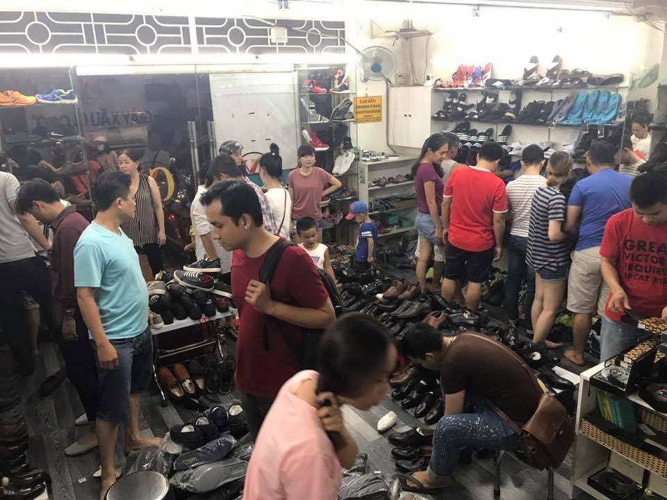 Giày Xấu Giá Cao thu hút được sự chú ý của nhiều bạn trẻ