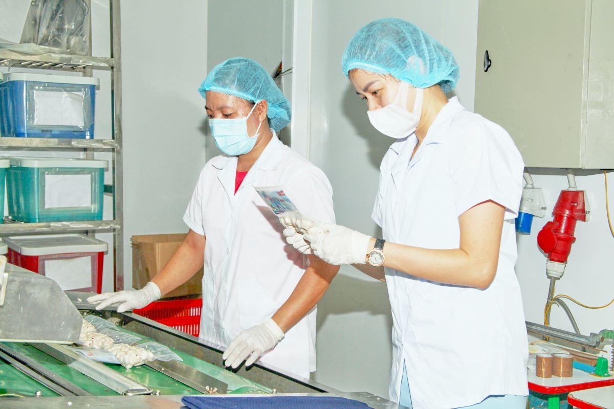 Mỗi khâu sản xuất đều được kiểm tra, chăm chút cẩn thận trước khi đến tay người tiêu dùng