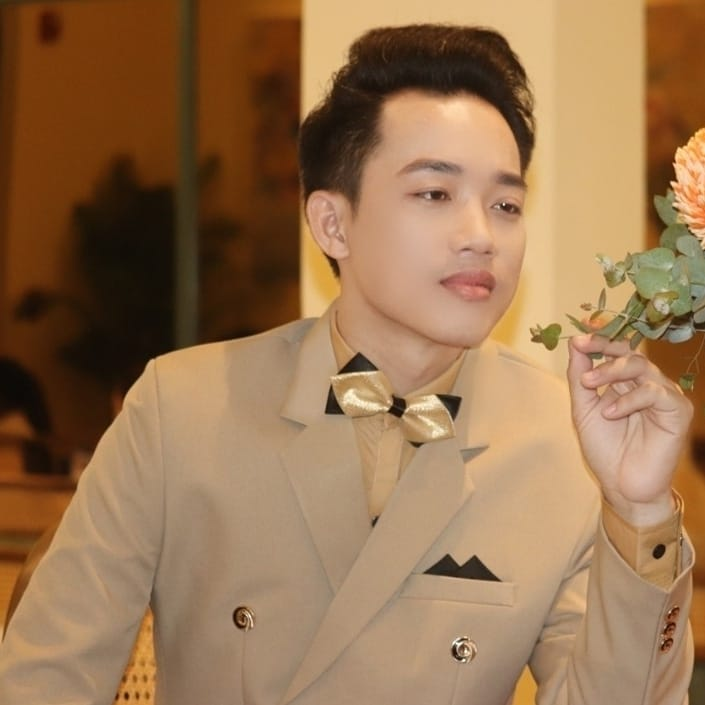 Chân dung giám đốc công ty - Ca sĩ Minh Khang