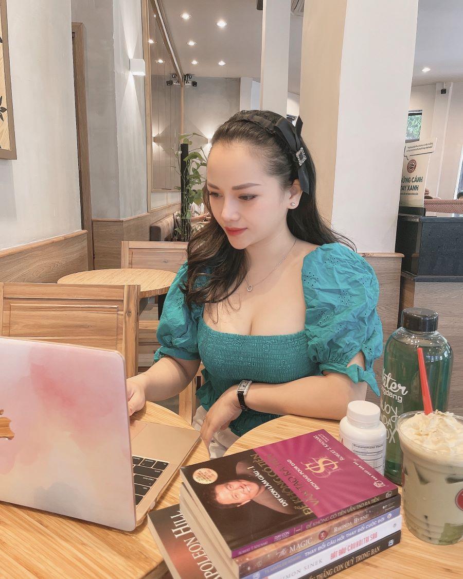 """""""Làm công việc mình yêu thích thìcả đờisẽ không phải làm việc ngày nào"""" - Đó là một câu nói nữ doanh nhân trẻ vô cùng yêu thích."""
